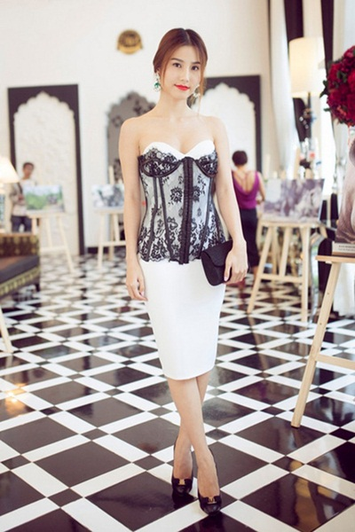 Sao việt xấu đẹp với váy áo corset - 4