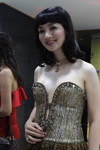 Sao việt xấu đẹp với váy áo corset - 10
