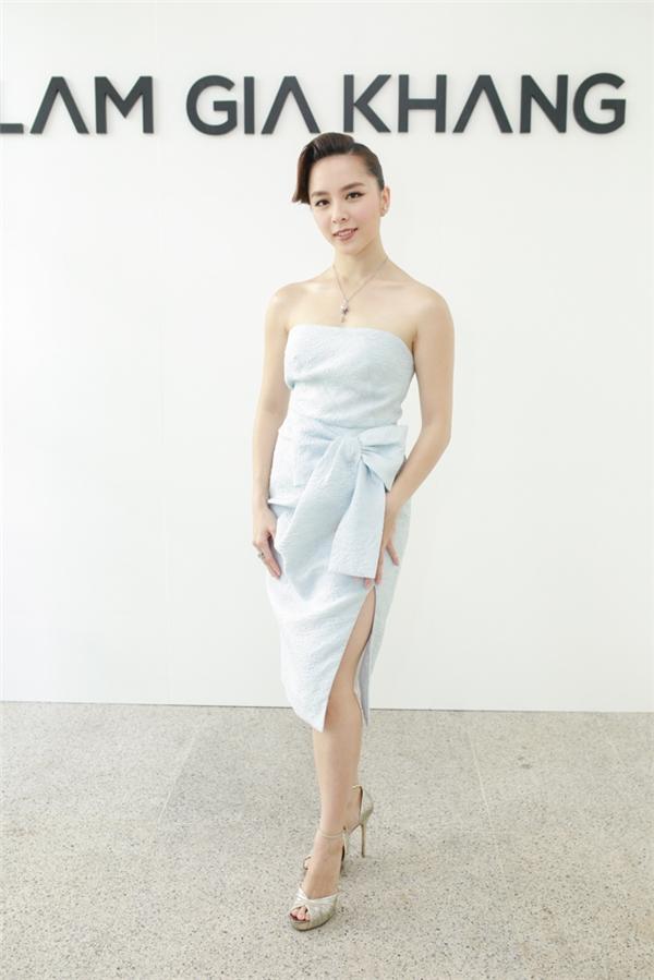 Thu thảo hạ vi đọ sắc với váy áo tinh khôi - 6