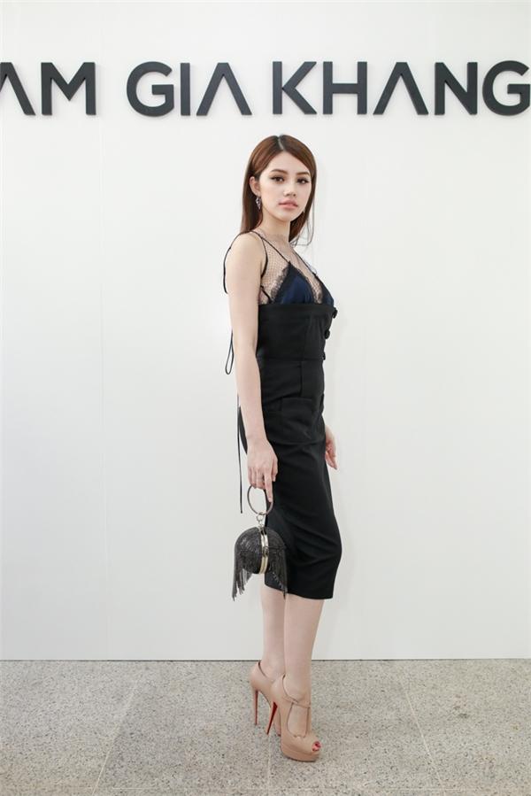 Thu thảo hạ vi đọ sắc với váy áo tinh khôi - 11