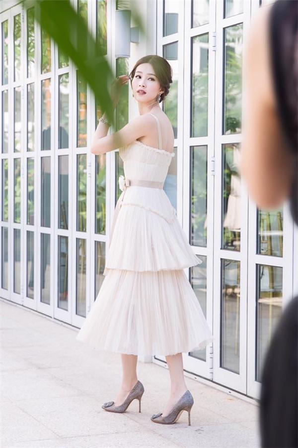 Thu thảo hạ vi đọ sắc với váy áo tinh khôi - 3