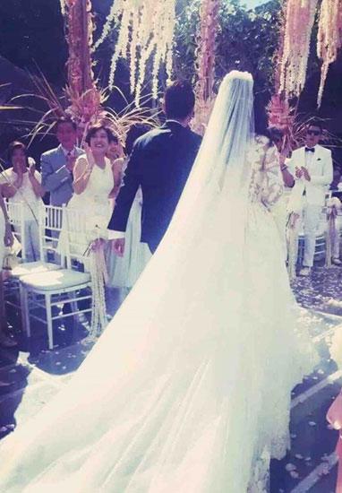 Váy phụ kiện hàng hiệu của lâm tâm như trong đám cưới - 2