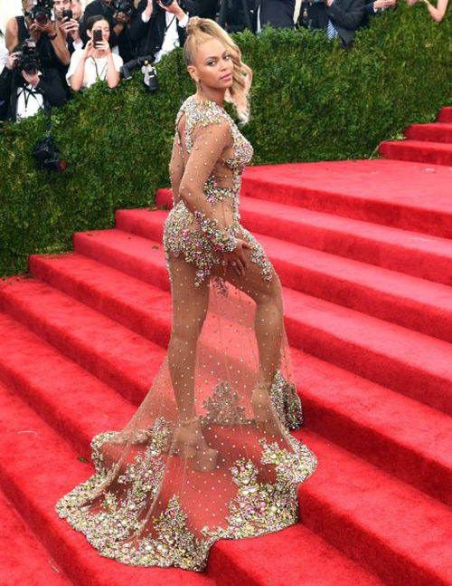 20 chiếc váy khiến sao quốc tế gợi cảm nhất năm 2015 - 4