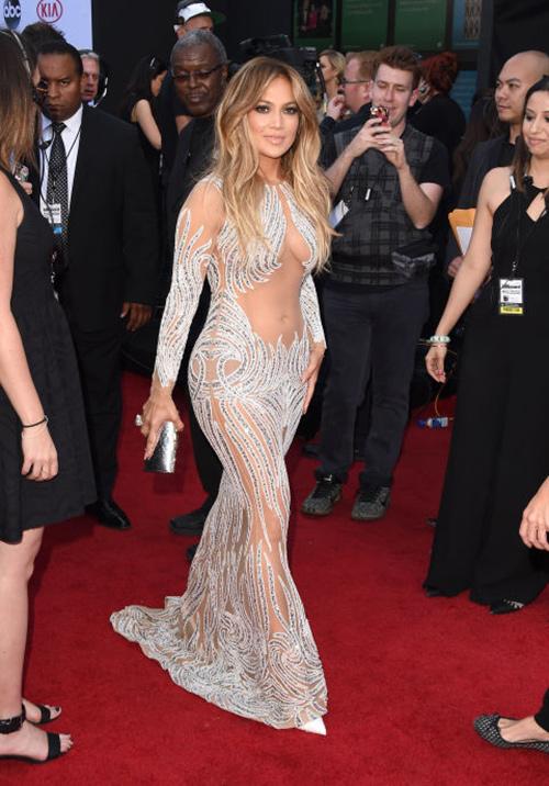 20 chiếc váy khiến sao quốc tế gợi cảm nhất năm 2015 - 8