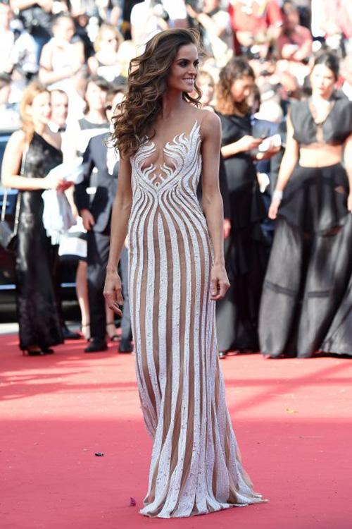 20 chiếc váy khiến sao quốc tế gợi cảm nhất năm 2015 - 9
