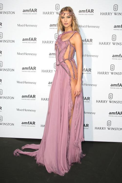 20 chiếc váy khiến sao quốc tế gợi cảm nhất năm 2015 - 12