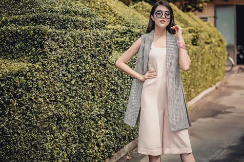 Á hậu lệ hằng gợi ý cách chọn váy suông đẹp và tiện ích - 16