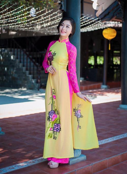 Áo dài tôn đường cong mỹ miều cho thiếu nữ mùa xuân - 3