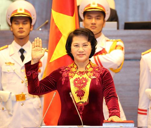 Bí mật sau tà áo dài của chủ tịch qh nguyễn thị kim ngân - 1