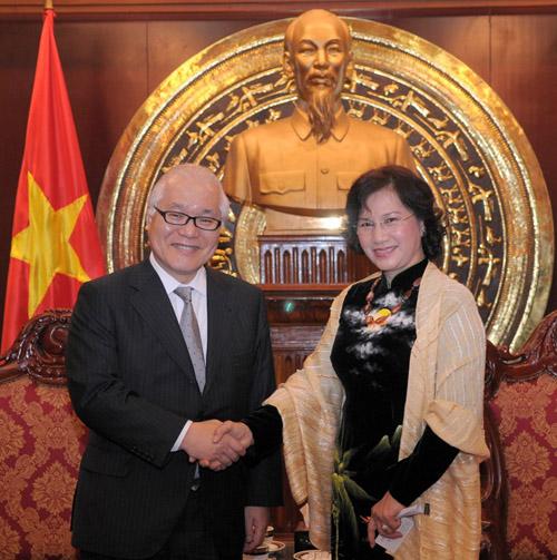 Bst áo dài đẹp mắt của chủ tịch qh nguyễn thị kim ngân - 5