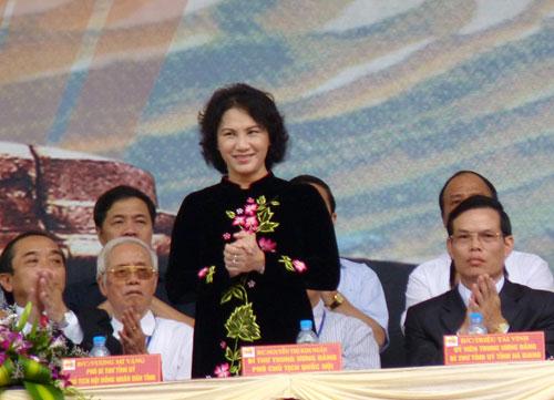 Bst áo dài đẹp mắt của chủ tịch qh nguyễn thị kim ngân - 18