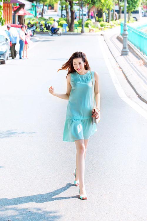 Chấm điểm váy áo của 2 á hậu hot nhất vbiz - 11