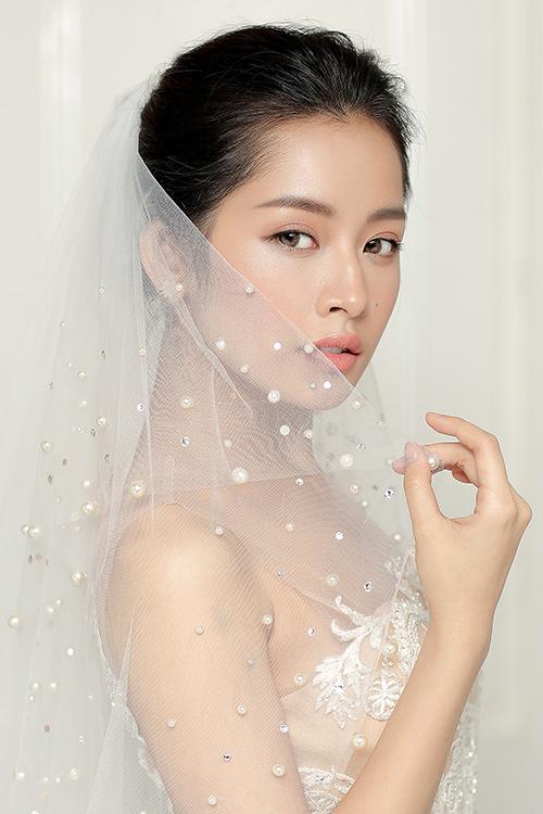 Chi pu làm cô dâu thiên thần với váy cưới ren trắng - 3