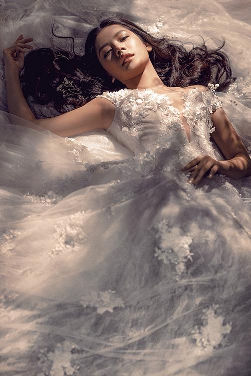 Chi pu làm cô dâu thiên thần với váy cưới ren trắng - 10