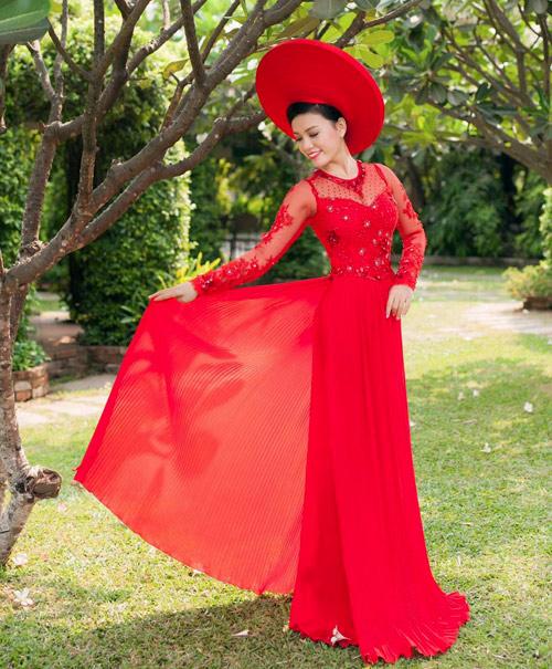 Cô dâu mùa hè tuyệt xinh với áo dài cưới màu đỏ - 3