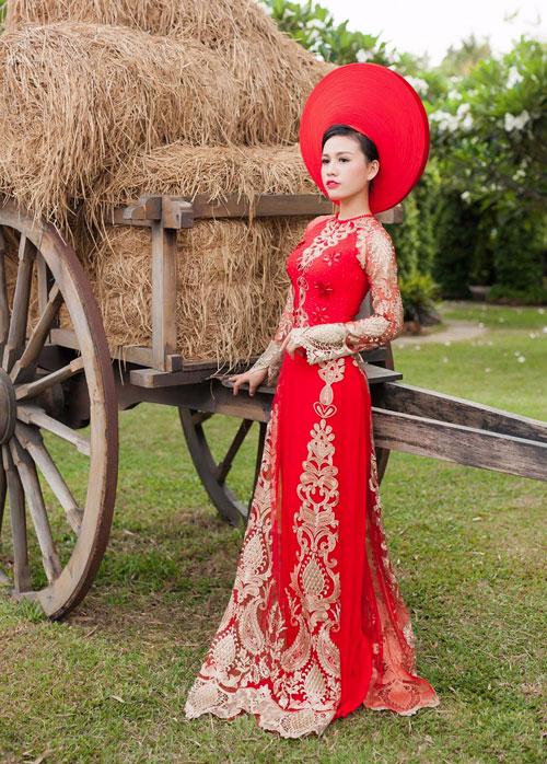 Cô dâu mùa hè tuyệt xinh với áo dài cưới màu đỏ - 5