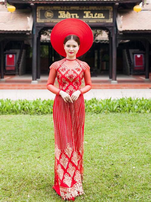 Cô dâu mùa hè tuyệt xinh với áo dài cưới màu đỏ - 6