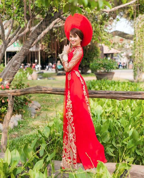 Cô dâu mùa hè tuyệt xinh với áo dài cưới màu đỏ - 7