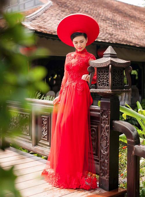 Cô dâu mùa hè tuyệt xinh với áo dài cưới màu đỏ - 8