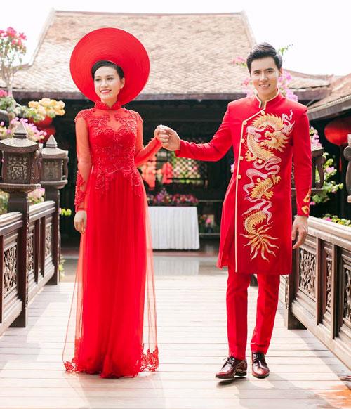 Cô dâu mùa hè tuyệt xinh với áo dài cưới màu đỏ - 11