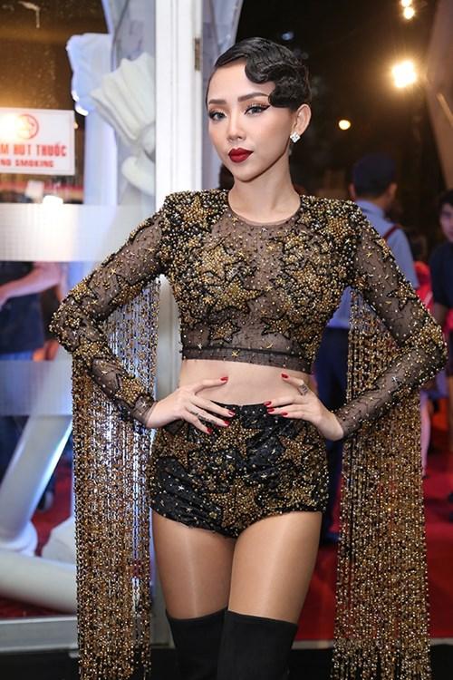 Dàn hoa hậu á hậu việt nam toả sắc trên thảm đỏ hhvn 2016 - 24