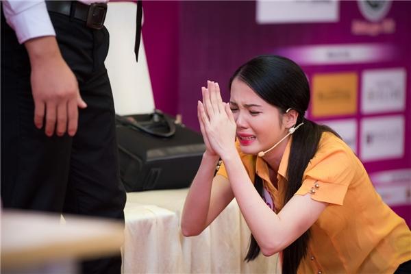 Đặng thu thảo bật khóc trước phần thi của thí sinh hhvn 2016 - 1