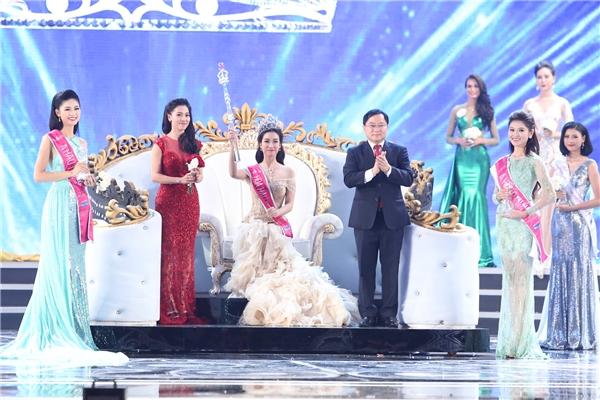 Đỗ mỹ linh đăng quang hoa hậu việt nam 2016 - 1