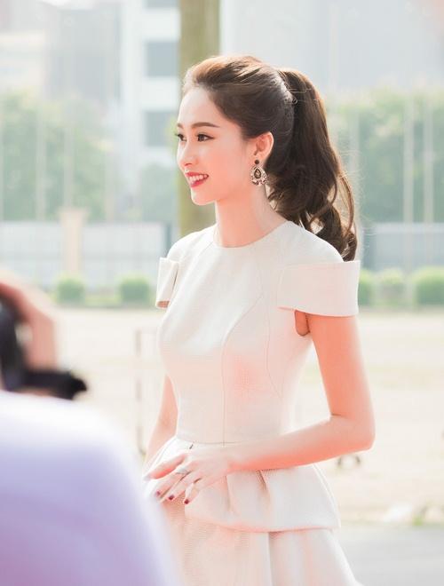 Hoa hậu thu thảo cuốn hút lấn át dàn mỹ nhân tại sự kiện - 5
