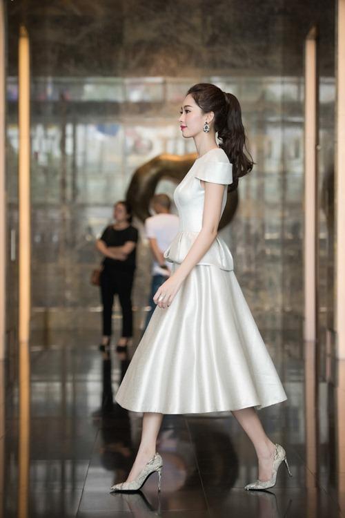 Hoa hậu thu thảo cuốn hút lấn át dàn mỹ nhân tại sự kiện - 7
