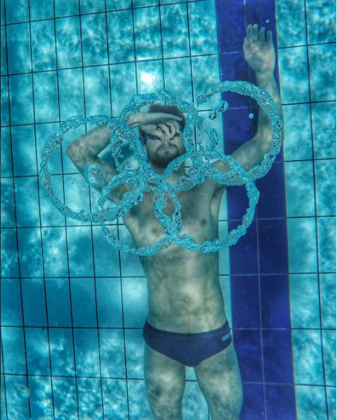 Kinh ngạc 17 bức ảnh chụp những vận động viên kì dị nhất olympic - 16