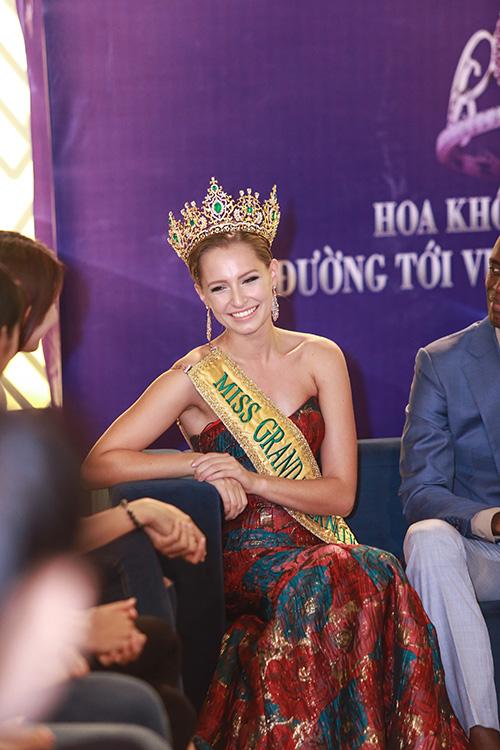 Lan khuê được chủ tịch miss grand international mời thi hoa hậu - 4