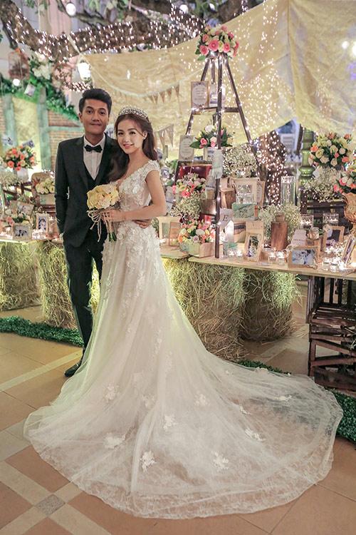 Linh phi thay hai váy cưới lộng lẫy và gợi cảm trong hôn lễ - 5