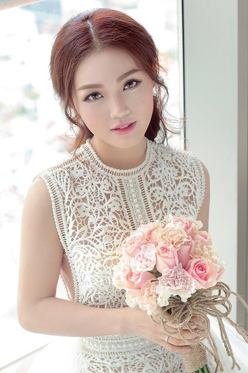 Linh phi thay hai váy cưới lộng lẫy và gợi cảm trong hôn lễ - 6