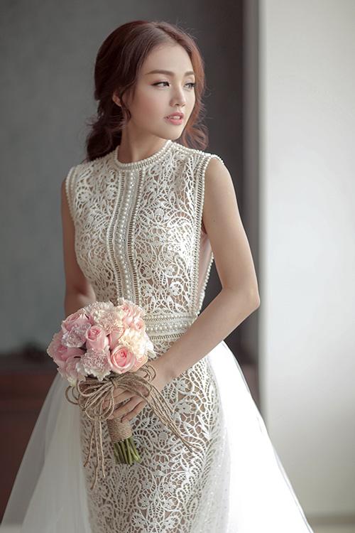 Linh phi thay hai váy cưới lộng lẫy và gợi cảm trong hôn lễ - 7