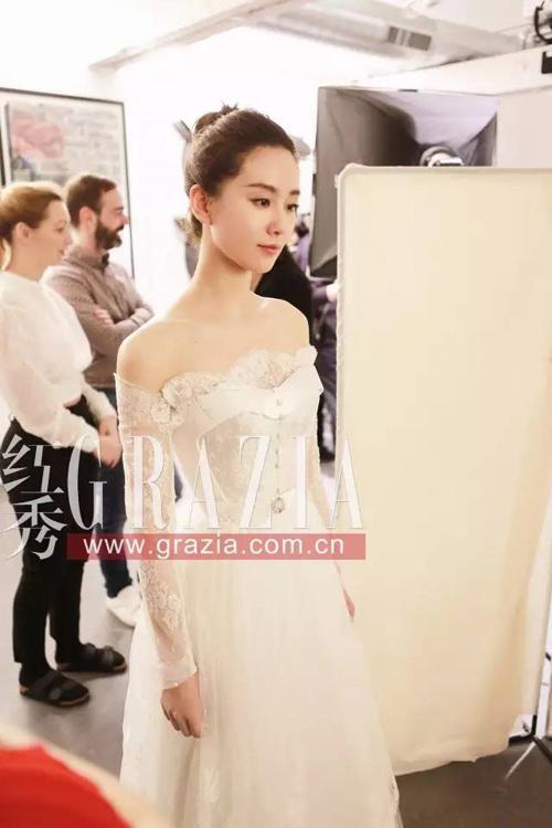 Lưu thi thi mặc váy cưới 11 tỷ đồng gây choáng váng - 4
