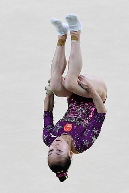 Lý do vận động viên thể dục dụng cụ mang tất khi tham gia olympic - 3