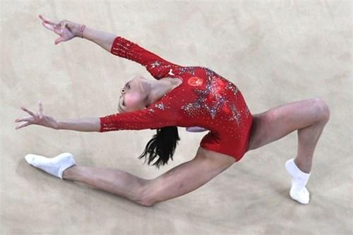 Lý do vận động viên thể dục dụng cụ mang tất khi tham gia olympic - 4
