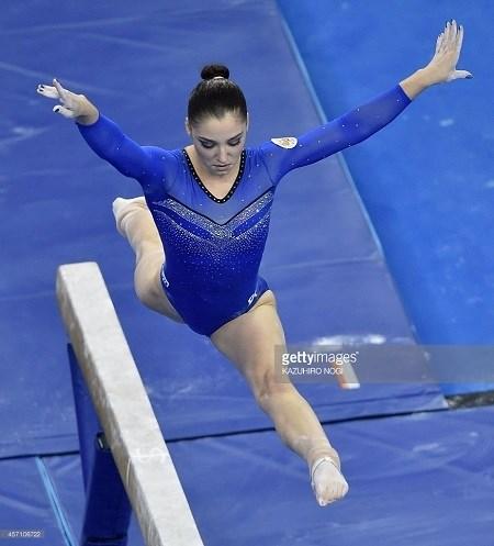 Lý do vận động viên thể dục dụng cụ mang tất khi tham gia olympic - 7