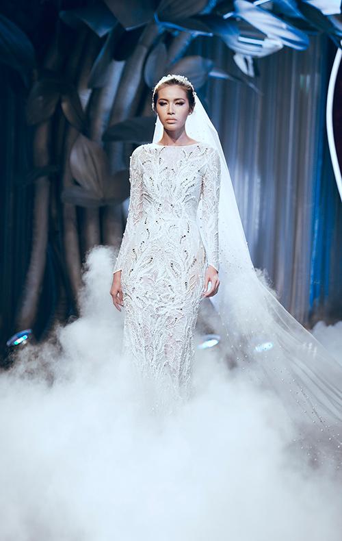 Minh tú lộng lẫy với váy cưới đính 10 ngàn viên đá swarosky - 2