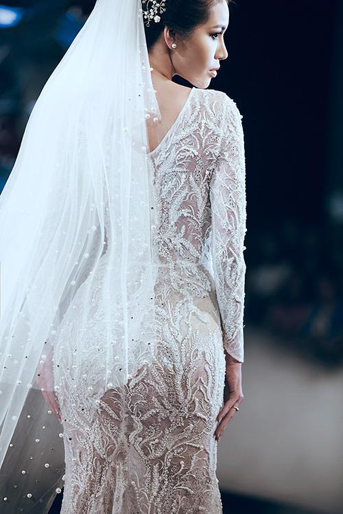 Minh tú lộng lẫy với váy cưới đính 10 ngàn viên đá swarosky - 3