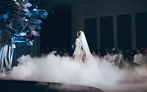 Minh tú lộng lẫy với váy cưới đính 10 ngàn viên đá swarosky - 5