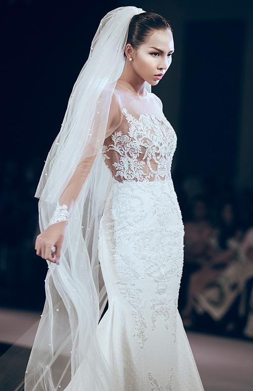 Minh tú lộng lẫy với váy cưới đính 10 ngàn viên đá swarosky - 7