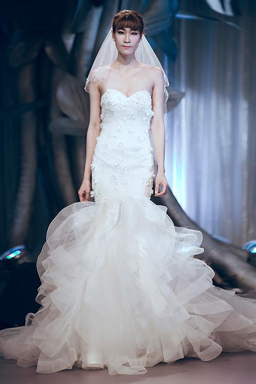 Minh tú lộng lẫy với váy cưới đính 10 ngàn viên đá swarosky - 10