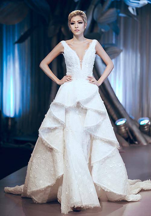Minh tú lộng lẫy với váy cưới đính 10 ngàn viên đá swarosky - 11