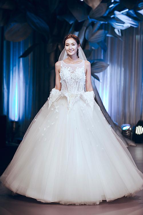 Minh tú lộng lẫy với váy cưới đính 10 ngàn viên đá swarosky - 12