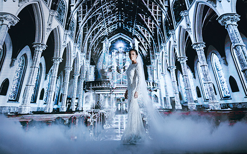 Minh tú lộng lẫy với váy cưới đính 10 ngàn viên đá swarosky - 1