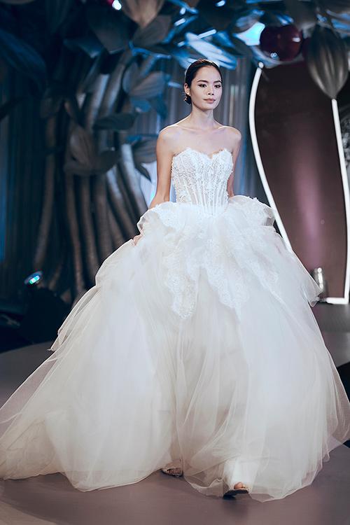 Minh tú lộng lẫy với váy cưới đính 10 ngàn viên đá swarosky - 16