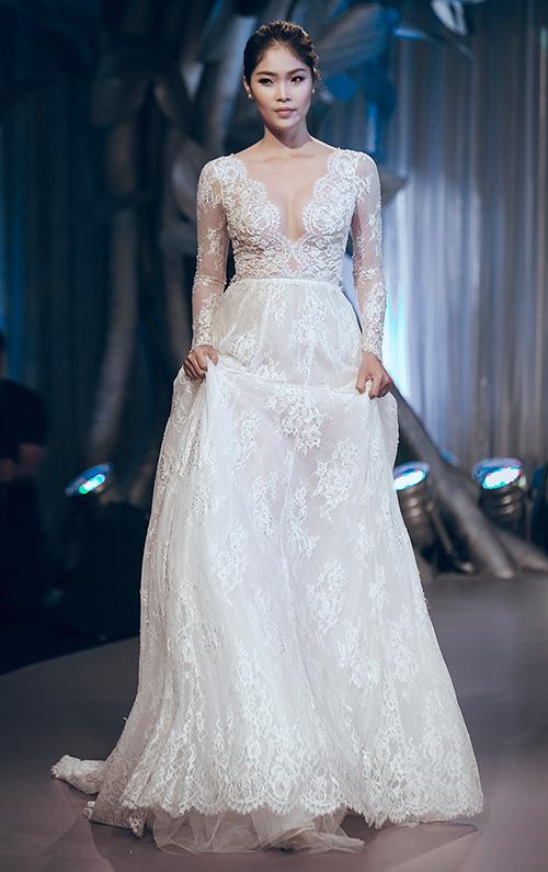 Minh tú lộng lẫy với váy cưới đính 10 ngàn viên đá swarosky - 17