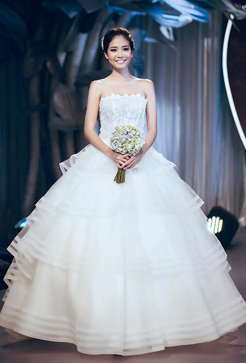 Minh tú lộng lẫy với váy cưới đính 10 ngàn viên đá swarosky - 19