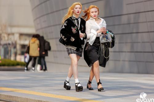 Ngắm street style của những thiên thần nhỏ tại seoul fw - 8